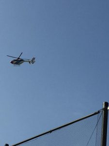 毎日新聞のヘリコプター